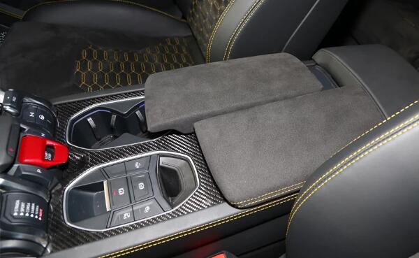 兰博基尼suv内饰让你惊艳 跑车SUV科技与舒适感并存