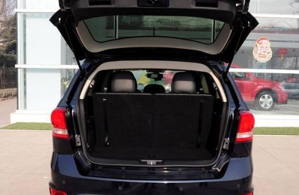 车内空间太小怎么办 全新菲亚特七座suv车型满足你