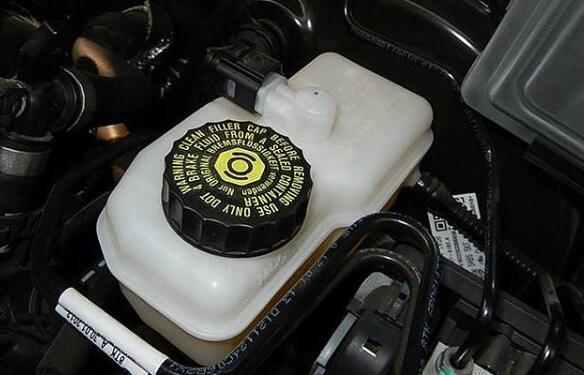 刹车油多久换一次,4万公里或3年更换一次(特殊情况除外)
