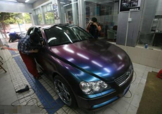 一般汽车贴膜多少钱,正常价格1000-4000元(附价目表)