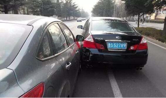 开车追尾如何定责,后车不一定全责甚至有可能前车全责