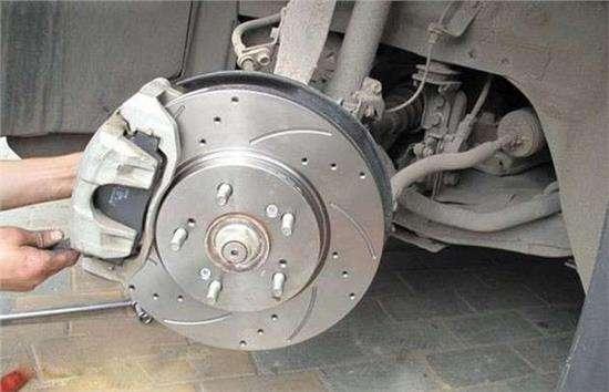 为什么刹车片报警呢 原来导致刹车片报警是因为这些
