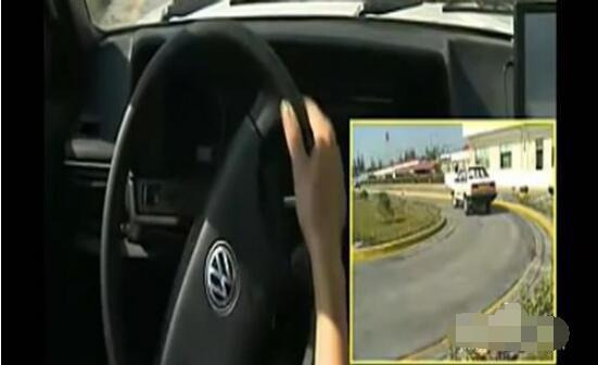科目二曲线行驶的技巧,4个步骤教你轻松面对弯道考试
