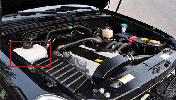 汽车水箱在哪里加水 其实汽车水箱加的并不是水而是冷却液