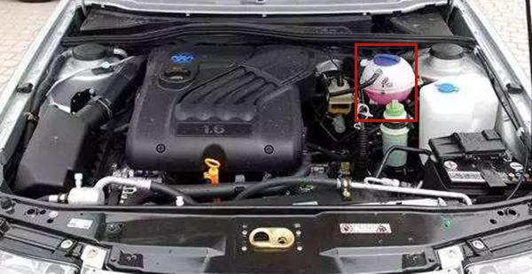 汽车水箱漏水能开吗 漏水不严重的话简单处理后还能暂时使用