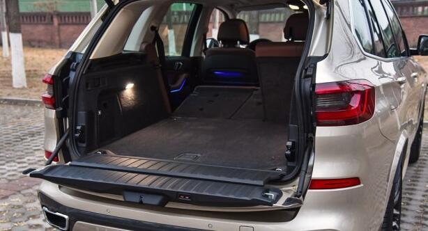 宝马x5后备箱尺寸 后备箱的储物能力很强