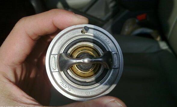 汽车节温器的作用及原理,调节发动机的散热防止过冷过热
