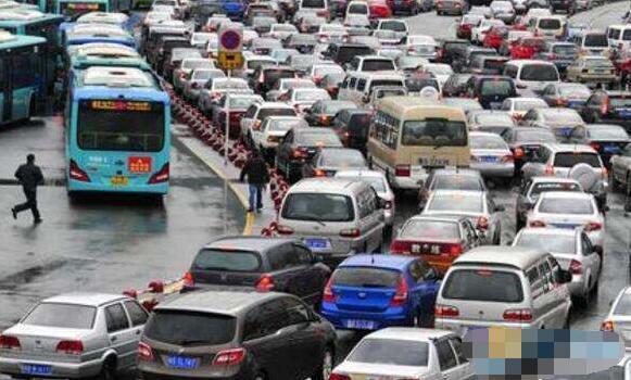 遭遇堵车注意事项详解,稍不注意有可能人财两空