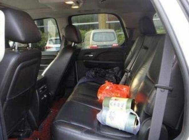 凯迪拉克凯雷德后备箱尺寸 放倒座椅后有超大的置物空间