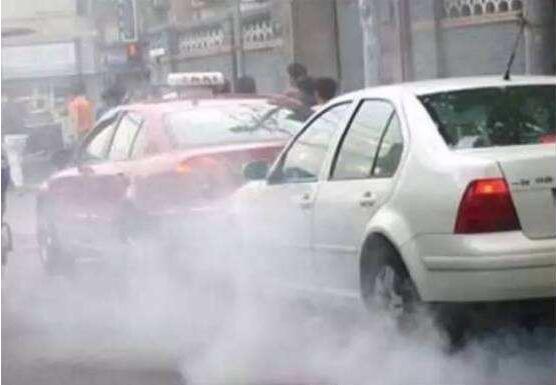 汽车排气管冒白烟怎么办,可能是你的散热系统漏水了