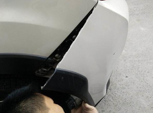 汽车保险杠凹陷修复的方法,4种方法教你在家自己修复