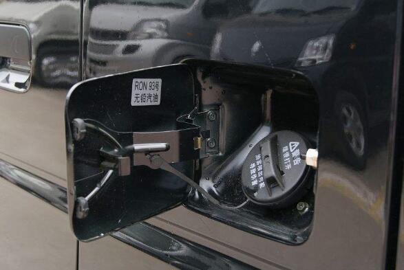 油箱盖打不开怎么办,教你几招迅速找到原因并打开油箱盖