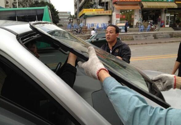 汽车玻璃胶多久能干 玻璃胶干的时间为12小时左右