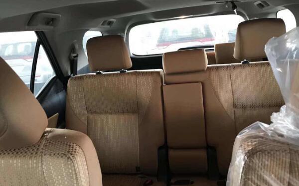 丰田小霸道报价及图片解析 全车落地价约22万左右