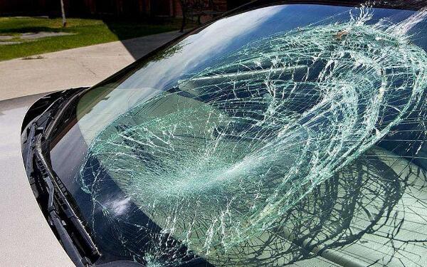 自己更换车窗玻璃复杂吗 建议到4S店由专业维修人员更换