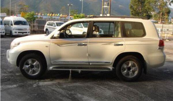 丰田SUV兰德酷路泽值得买吗 绝佳驾驶体验高贵象征