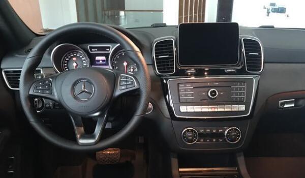 全新奔驰GLE AMG外观霸气十足 内饰全新升级