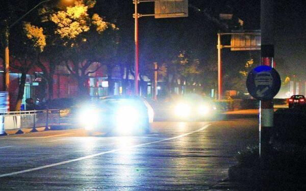 夜间行车开什么灯图标 大多数时候使用近光灯