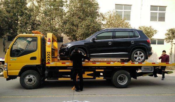 车被堵能否报警叫拖车