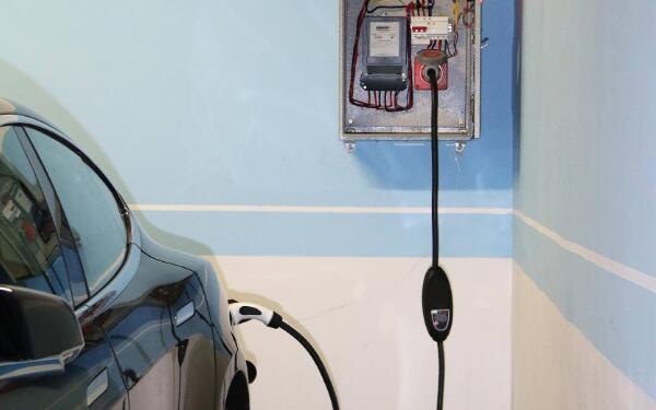 充电桩距离楼的安全距离
