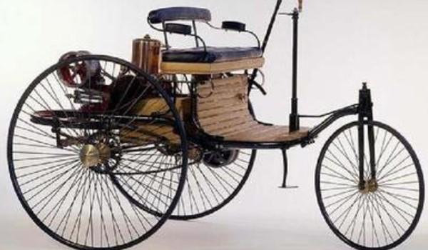 发明第一辆汽车的人是谁