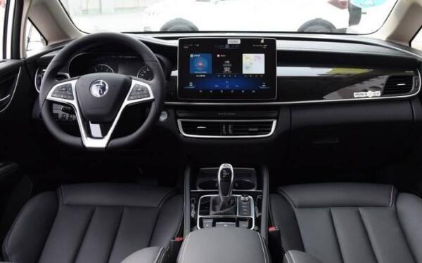 2020年新款比亚迪宋 大五座车型空间宽敞动力充沛
