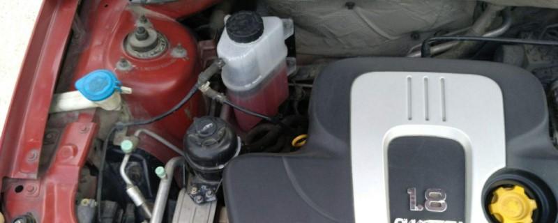 防冻液盒旁的管子是干什么用的