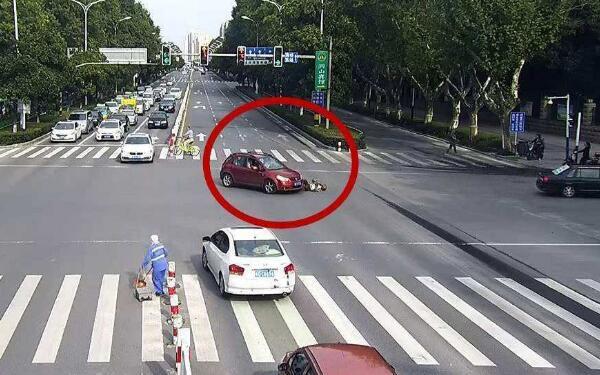 红灯停绿灯行是指车还是人