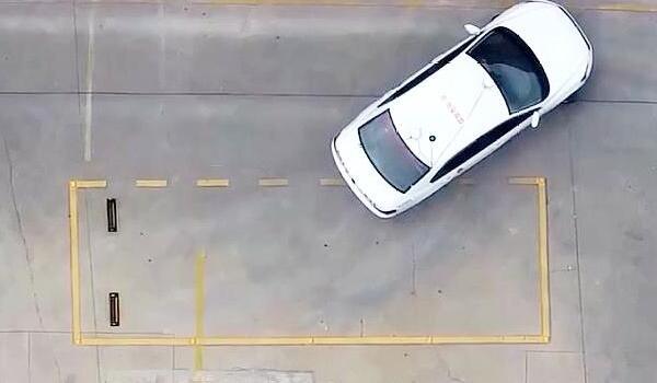 侧方停车右边窄是打晚了吗