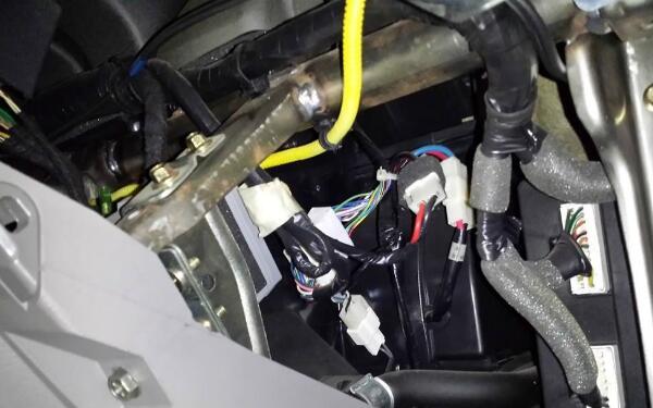 汽车空调低压管烫手什么原因
