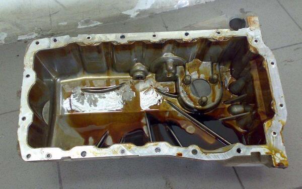 发动机油底壳渗油怎么处理 油底壳渗油会不会影响到发动机