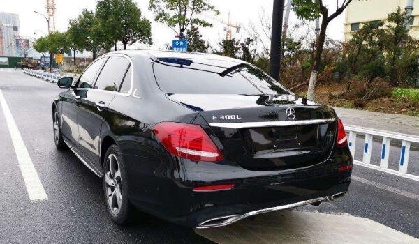 奔驰e300价格是多少 售价41.58万百公里油耗仅为7.2L
