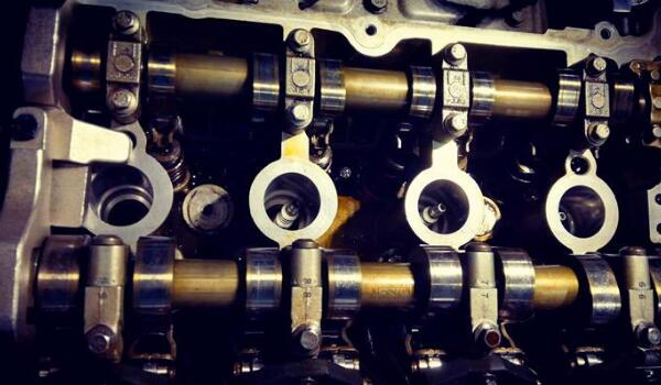 发动机烧机油是什么原因造成的 发动机烧机油解决办法