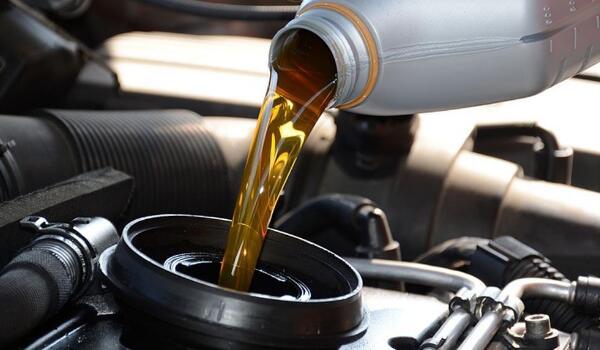 多少公里换机油最好 不换机油的后果有哪些