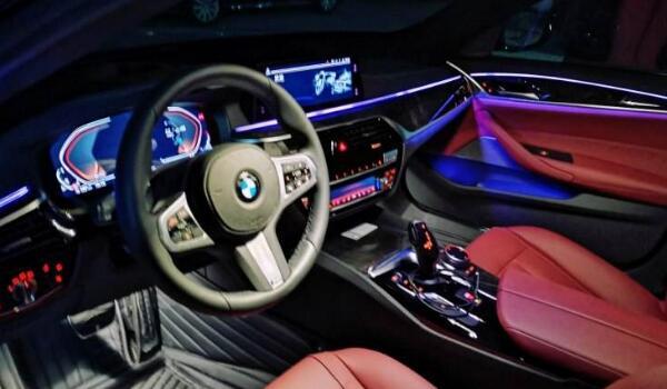 宝马5系内饰有几种颜色 汽车内饰颜色怎么选