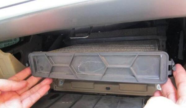 空气滤芯多久换一次 空气滤芯多少钱一个