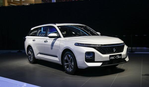 宝骏新款车型2020上市车 时尚大气新宝骏rc-5