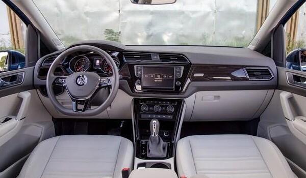 大众七座商务车10万 途安L售价15万(拥有中型SUV的尺寸)