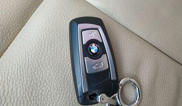 宝马车钥匙配一把多少钱 500元一把钥匙(高达7000元的液晶钥匙)