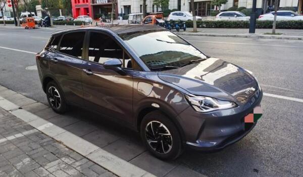 哪吒v电动汽车用的是什么电池 宁德三元电池(采用H-EPT电池管理系统)