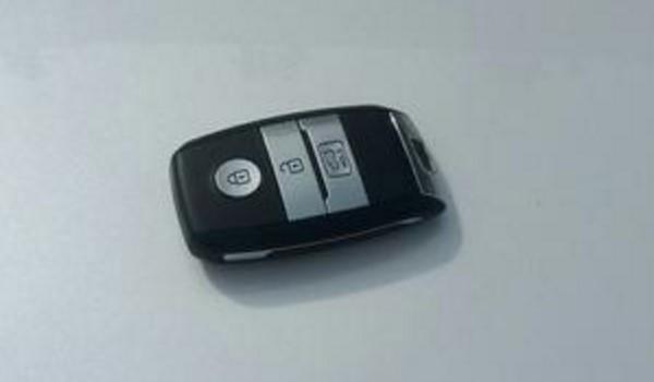车门锁了怎么开钥匙在车里面