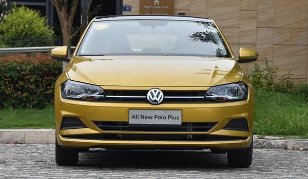 性价比高的汽车适合女生的 大众polo售价仅10万元(外观可爱车身灵活油耗仅7L)