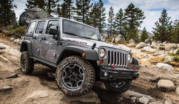 女士小型jeep牧马人价格 牧马人售价42万元(输出扭矩可达400牛米)