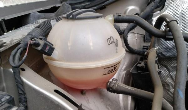 防冻液低于min但壶里