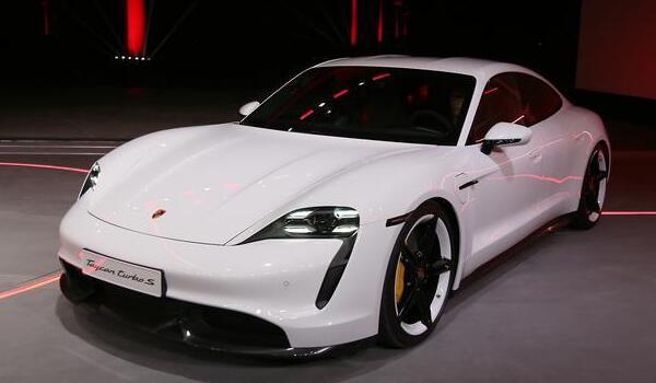 保时捷新能源汽车哪几款 taycan扭矩高达1050牛米(配备可调空气悬架)