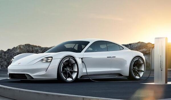 保时捷跑车有哪几款 三款跑车(保时捷911百公里加速仅2.7秒)
