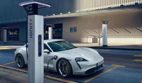 保时捷taycan充电桩多少钱 保时捷购车提供免费安装充电桩