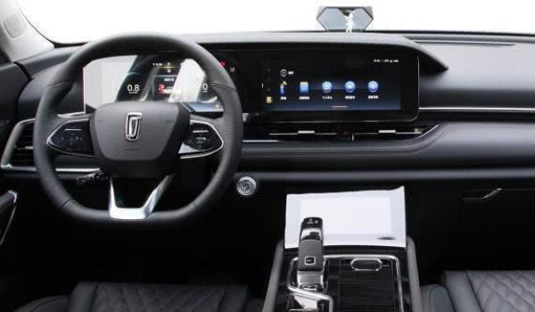 一汽奔腾t99车怎么样 外观硬朗大气动力相当不错(内饰科技感十足)