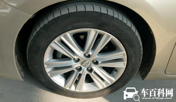 雷克萨斯es轮胎品牌 采用横滨DB系列轮胎(静音效果十分不错)