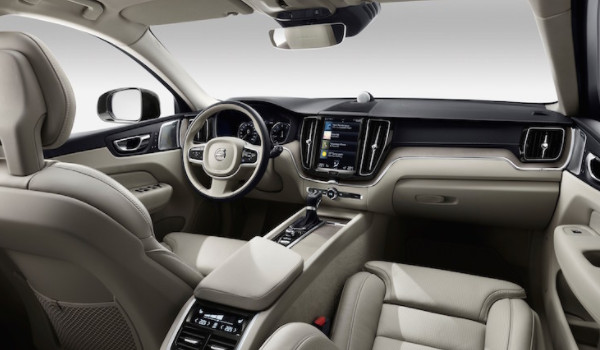 xc60哪个配置性价比高 入门车款T4智行豪华版(配置差距主要表现在动力性能上)